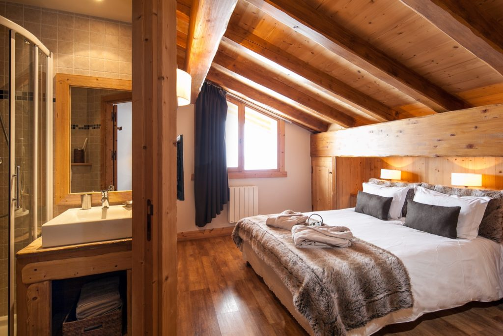 chalet pour 16 personnes m ribel chalet 8 chambres m ribel. Black Bedroom Furniture Sets. Home Design Ideas