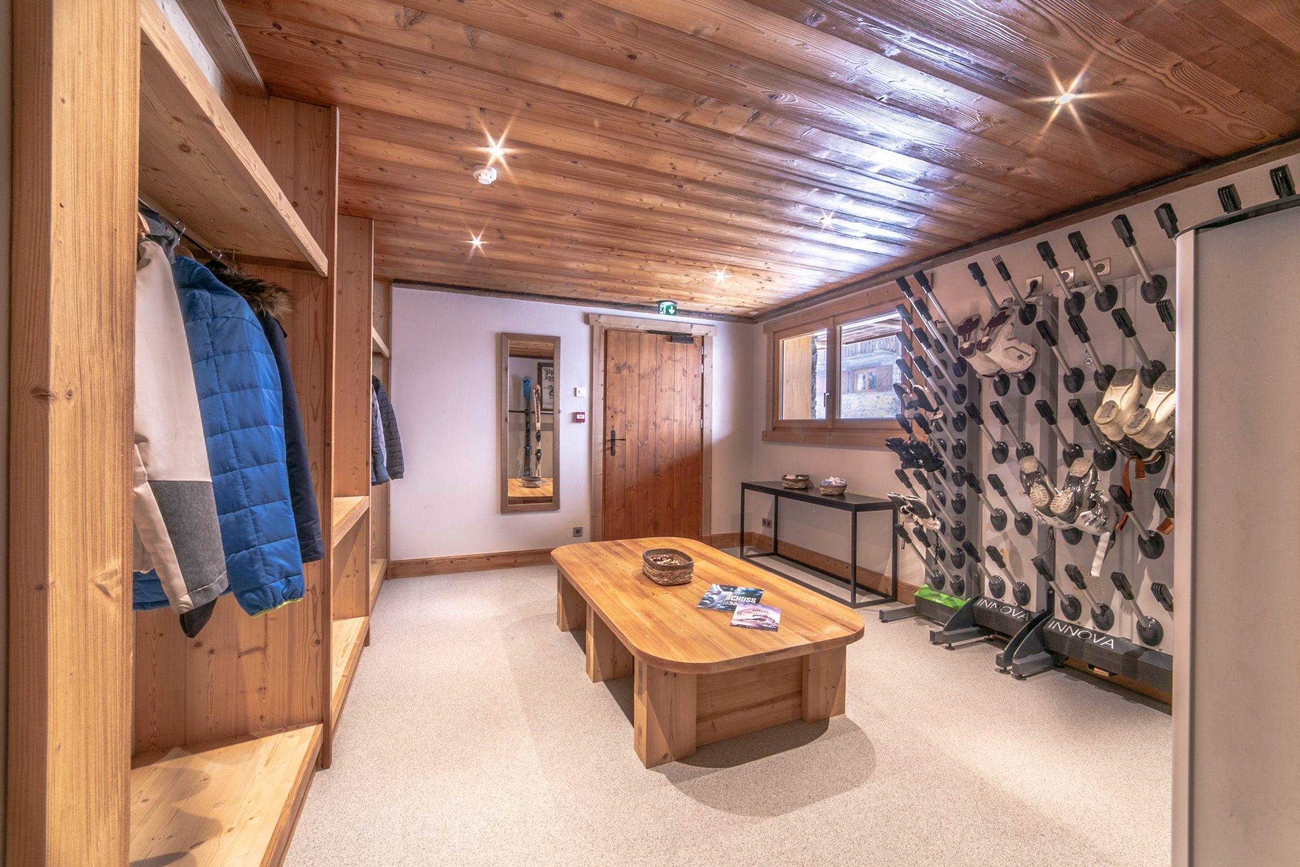 Ski room1